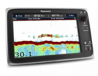 Raymarine c127 monitoiminäyttö sisäänrakennetulla GPS-antennilla ja kaiulla