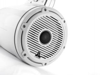 """JL Audio 7.7"""" koteloitu M6-770ETXv3 valkoisella Classic-ritilällä ja rungolla"""