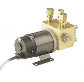 Simrad RPU80 hydraulinen kääntösuuntapumppu 1 l/min 12 V