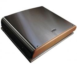Kuvassa liesi varustettuna lämpöpuhallinkannella, joka on lisävaruste.